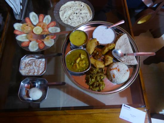 Sahi River View Guesthouse: The thali meat which was delicious