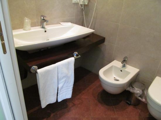 Hotel dei Coloniali: Baño habitacion