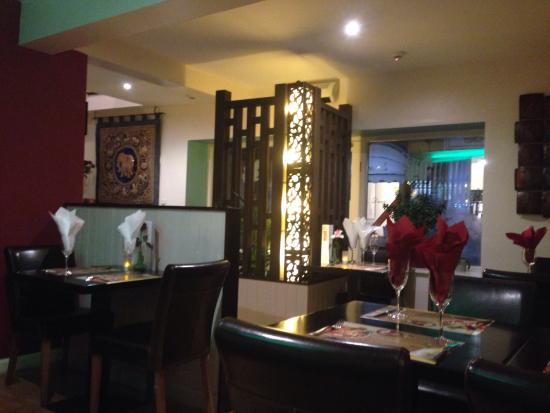 Yum Yum Thai Restaurant: Restaurant Decor