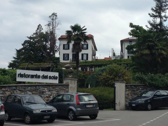 Il Sole Di Ranco : Sicht vom See zum Hotel
