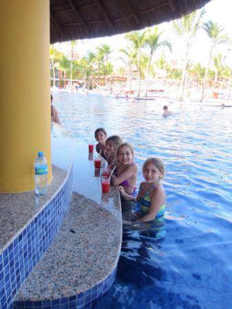 Barcelo Maya Tropical : Les filles au pool bar