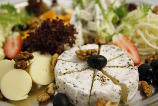 Hotel Max Inn: Cheese plate