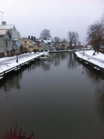 Trosa Stadshotell & Spa: Den vackra ån. Mysig promenadväg.