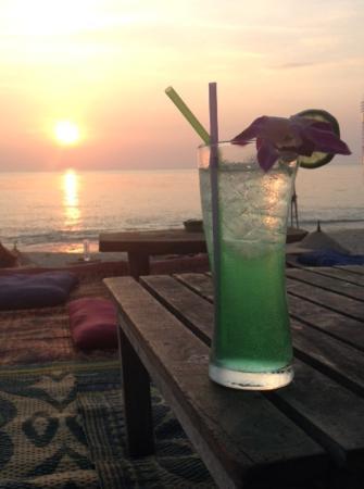 Lanta Just Come: freedom bar beach