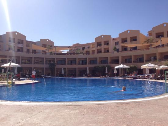 Coral Sea Aqua Club Resort: Main pool which is heated and lovely and warm ��☀️