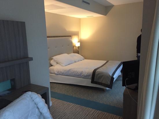 Golden Tulip Aix Les Bains : Super week end ! Lit assez grand , belle chambre et coin spa correct . A retourner au plus vite