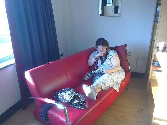 Roomzzz Leeds City West: chilling out