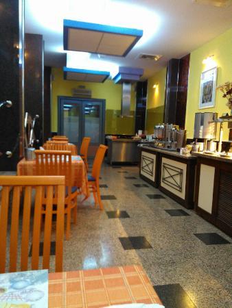Hotel Carpati: Breakfast space