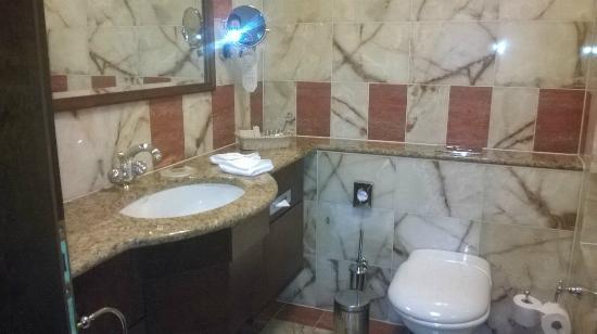 La salle de bain - Picture of Art Deco Hotel Imperial, Prague ...