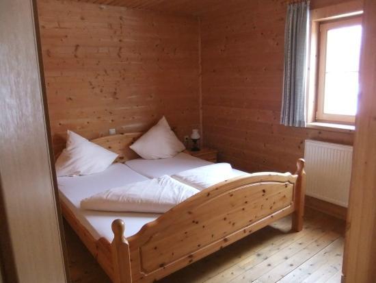 Almdorf Wildschönau: Downstairs bedroom.