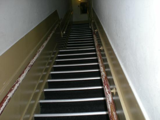 Hotel Titus: Dillere destan merdivenler, çıkış manzarası