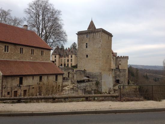 Domaine les Bertrands : Le chateau de couches
