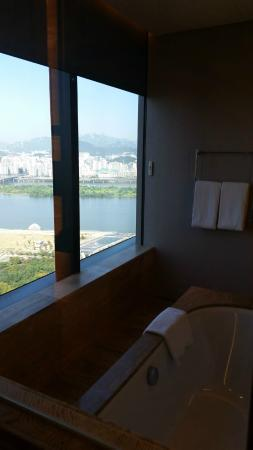 Conrad Seoul : view from bath
