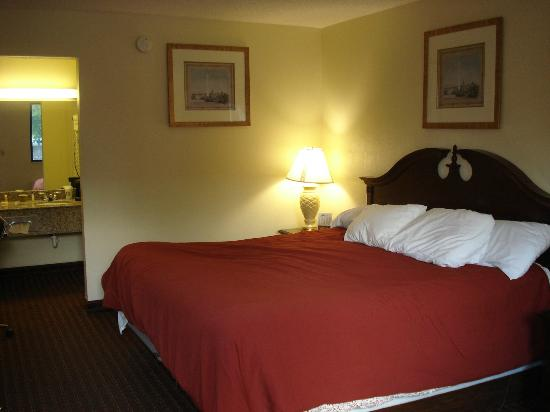 Days Inn Chattanooga-Rivergate: Room 109