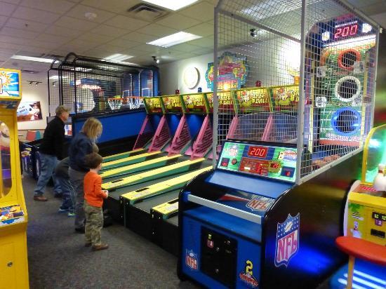 Chuck E Cheese Game Room