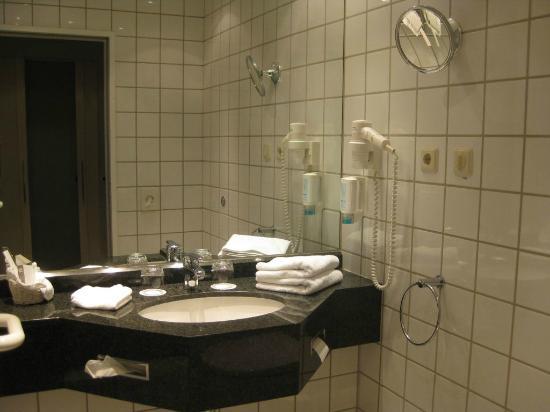 badezimmer picture of sachsenpark hotel leipzig. Black Bedroom Furniture Sets. Home Design Ideas