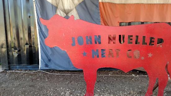 John Muellers BBQ: Local decor