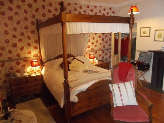 Beera Farmhouse: The Four Poster room