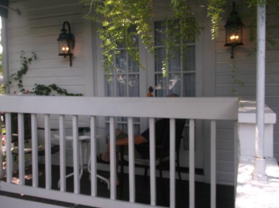 Smallest Bar Inn: outside
