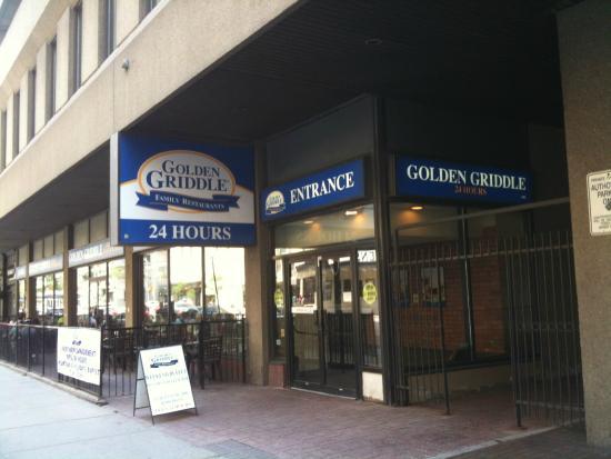 Golden Griddle: Restaurant entrance