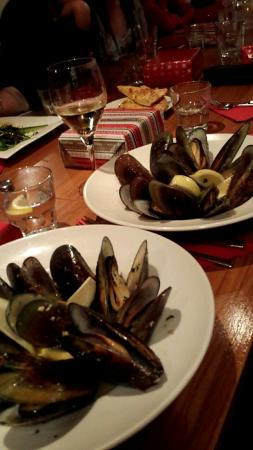 Volare Restaurant : Lots of mussels for entree size