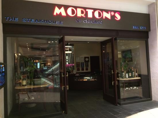 Morton's The Steakhouse : Outside in the mall