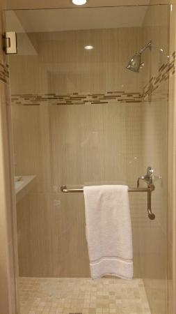 Margaritaville Resort Casino Bossier City: Shower