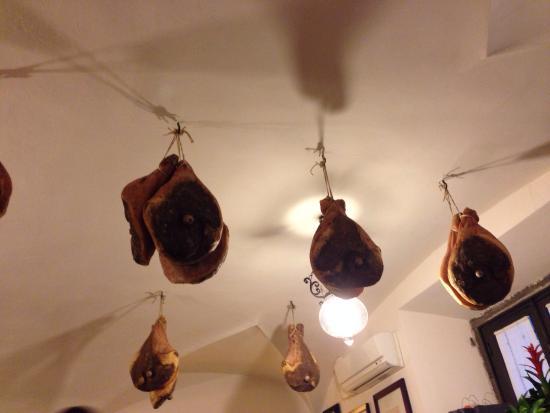 Restaurante Il Latini: Che prosciutti!!!
