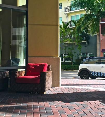 Hyatt Place Delray Beach: front patio - nice place to relax