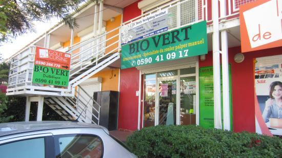 Baie-Mahault, Guadeloupe: rue de la chapelle zone d'activités de Jarry