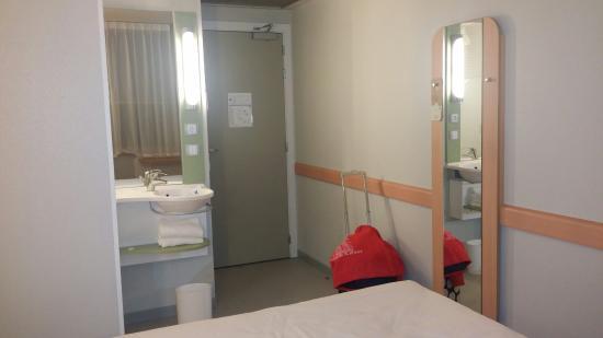 Entrada De La Habitaci N Photo De Hotel Ibis Budget