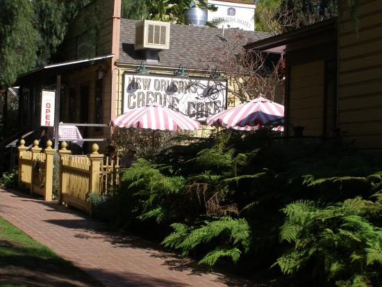 New Orleans Creole Cafe: Entrance and Patio from Garden