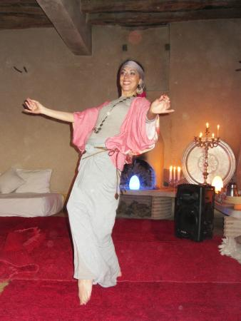 La Pause: Oriental dance instructor