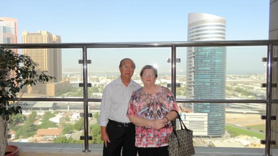 Grand Millennium Dubai: Vista do terraço onde está a piscina e a jacuzzi