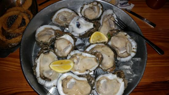 Stingaree Restaurant & Bar: Oysters on half shell