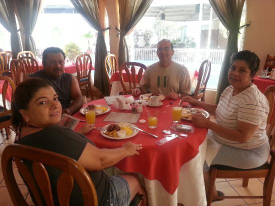Mansion Teodolinda: Disfrutando del desayuno en el restaurante del hotel