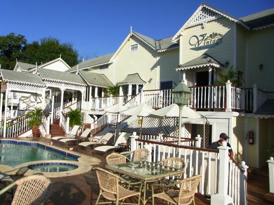 Hotel Victoriano Pool Area