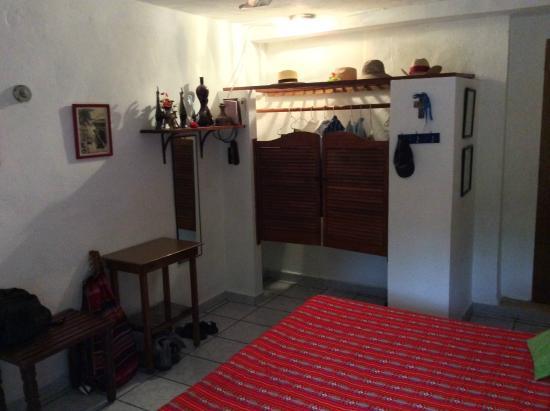Casa Ana B & B: Interior Habanero Room/Closet
