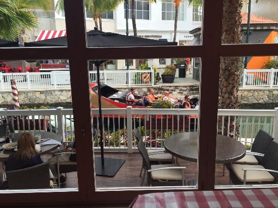 Italiannis : Italiani's Shopping La Isla