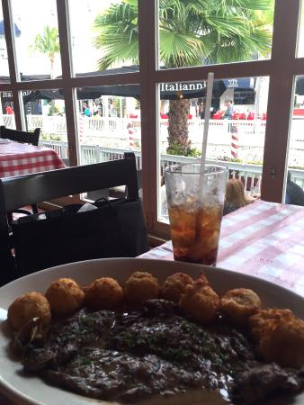 Italiannis : Vazio Gralhado com um molho delicioso e bolinhos de batata, é de comer ajoelhado.