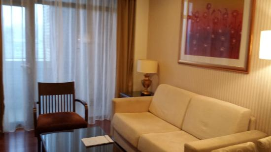 Green Court Serviced Apartment: Living room