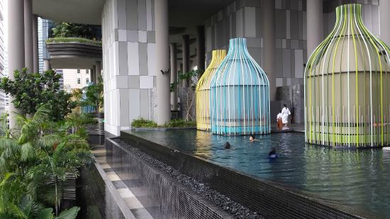 Infinity pool picture of parkroyal on pickering singapore tripadvisor for Park royal pickering swimming pool