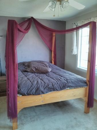 Granum, Canada: Queen bed
