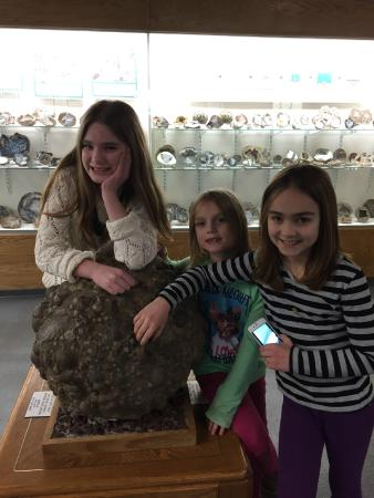 Rice NW Museum of Rocks and Minerals: Grandaughters enjoying the Rice Museum