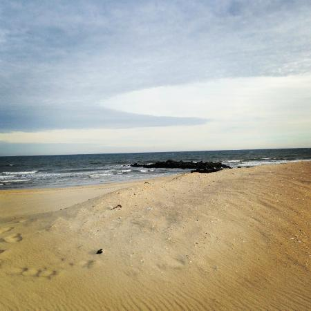Jersey Shore, NJ: Winter beach scene in Spring Lake
