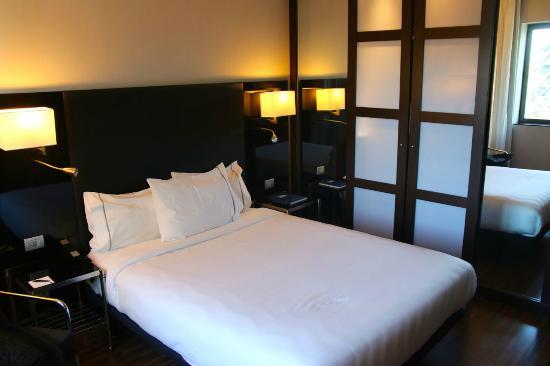 AC Hotel Madrid Feria: Bed in standard room