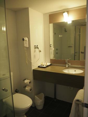 ibis Perth: Bathroom were quiet small, a bit hard to move around