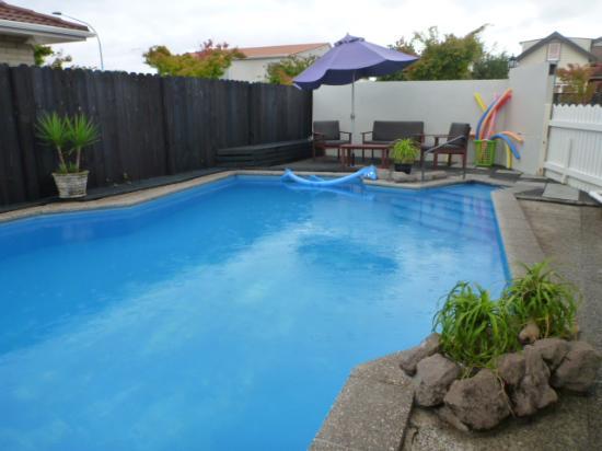 Fernleaf Motel: Out door heated pool