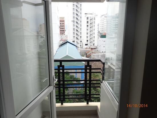 Golden Sea Hotel: 2-х местный номер с таким маленьким балкончиком