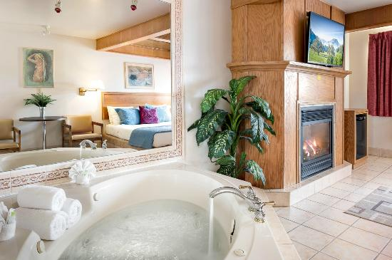 Newmarket Inn : Jacuzzi with fire place